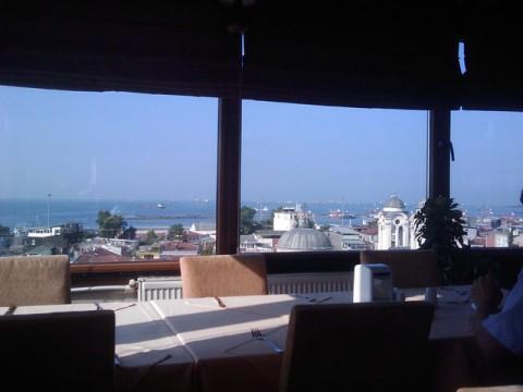 Ausblick aus dem Frühstückssaal: Istanbul und das Marmarameer